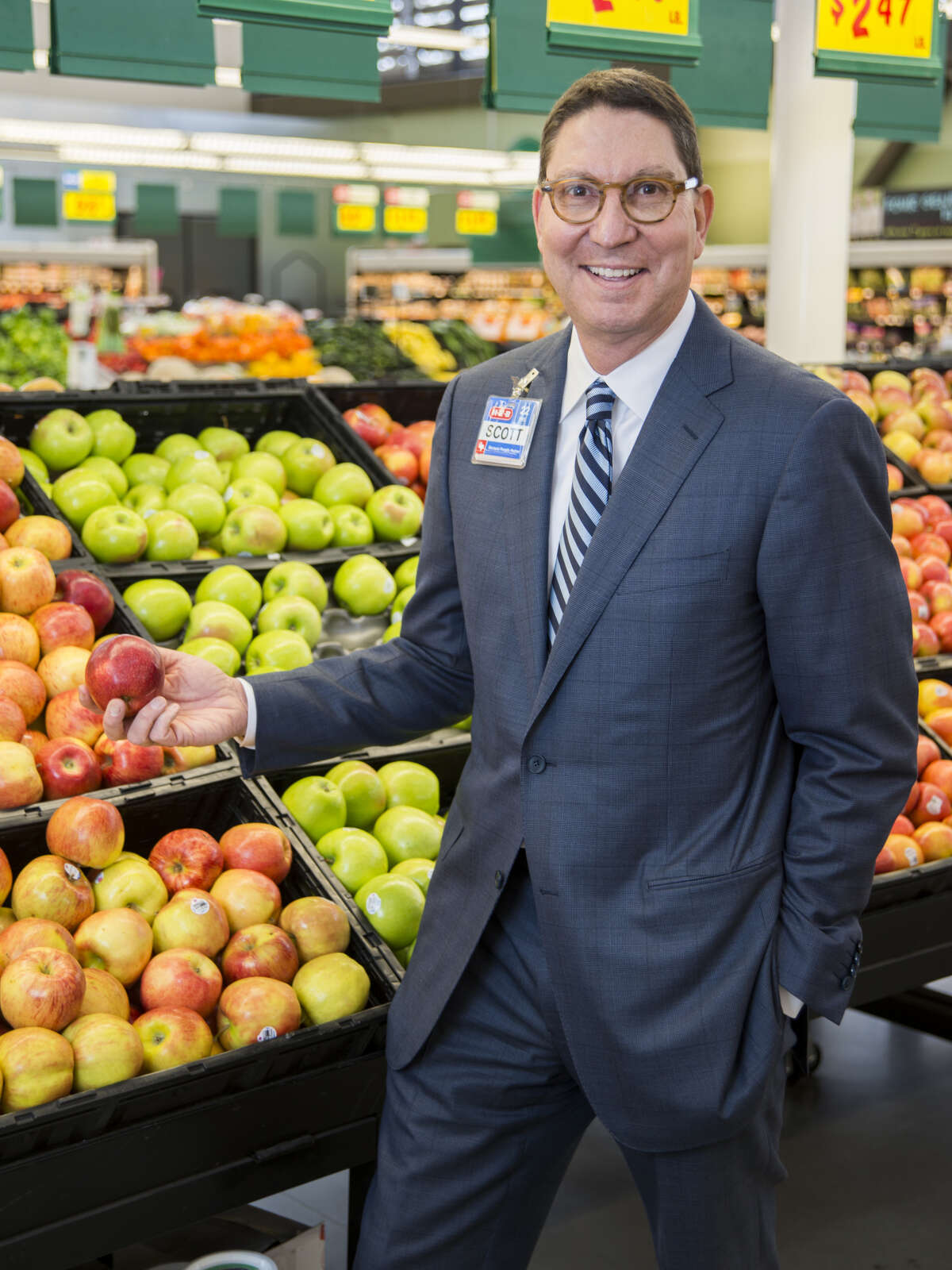 """Scott McClellandPresident, H-E-BFood/Drug Stores -Alarm settings on weekdays:I get up at 4:45 a.m. every weekday morning to go to the gym. The key to waking up early is to get your feet on the floor and say to yourself, """"Today's going to be a great day!""""- What's the first app you check in the morning and the last before bedtime?I check my email, and then I look at Twitter. - Favorite Instagram feed: N/A-Funniest recent text message: I sent a friend a text about a woman asking to take a photo with me because her son studied about me in history at school. I told my friend that the woman have mistaken me for Abraham Lincoln."""