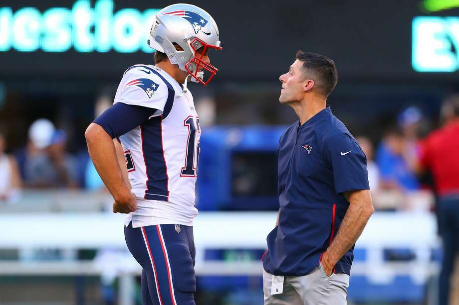 New England Patriots quarterback Tom Brady (12) talks with New England Patriots Director of Player Personnel Nick Caserio prior to the National Football League game between the New York Giants and the New England Patriots on August 30, 2018 at MetLife Stadium, Photo: Icon Sportswire/Icon Sportswire Via Getty Images