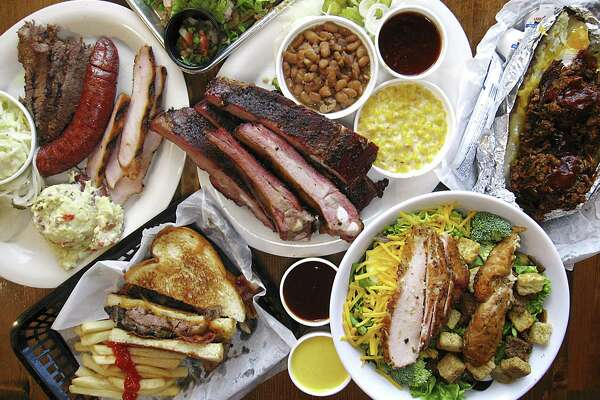 Review: B&B Smokehouse sets a solid barbecue table on San Antonio's South Side