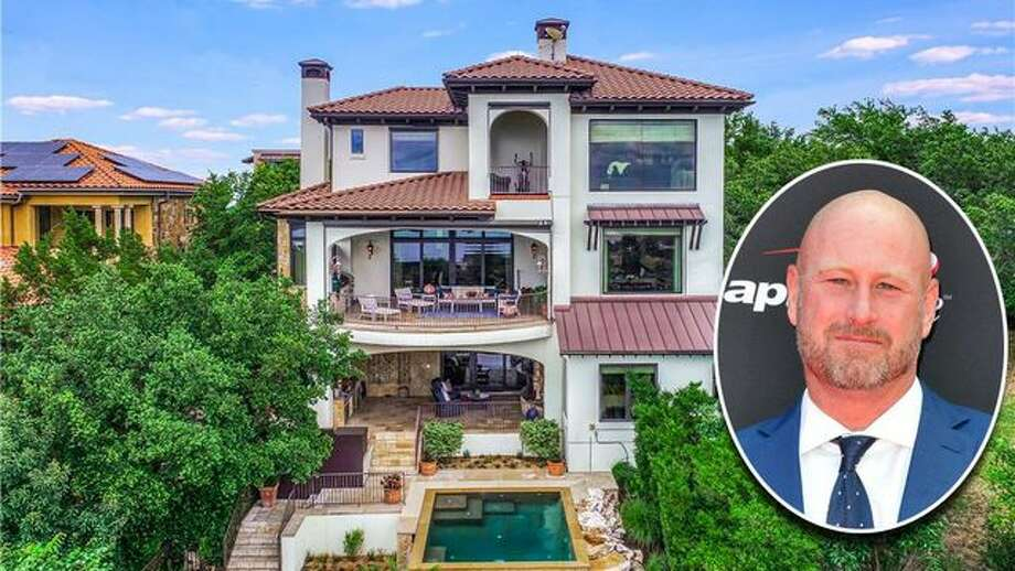 Former NFL QB Trent Dilfer just listed his 6,700-square-foot showstopper of a home in Austin, TX, for $2.75 million. It features a grand entryway and foyer. Photo: Allen Berezovsky/FilmMagic; Realtor.com