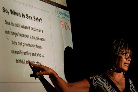 Ludi Ortega teaches an eighth grade Worth the Wait sex education class at Zamora Middle School, Friday, April 4, 2008. Nicole Fruge/San Antonio Express News