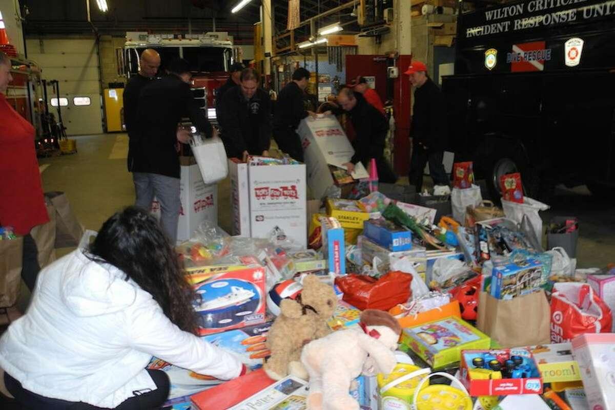 Volunteers begin to load 1,000 toys.