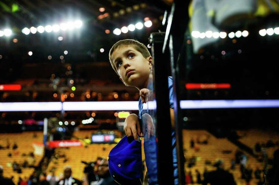 Warriors fan Mark Corso, 7, waits for players to come out to sign autographs at Oracle Arena. Photo: Gabrielle Lurie / The Chronicle / ONLINE_YES