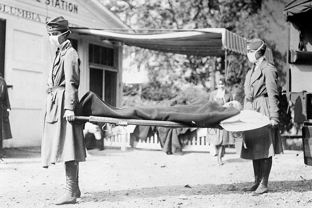 Demonstration at the Red Cross Emergency Ambulance Station in Washington, D.C., during the 1918 pandemic. -Library of Congress photo