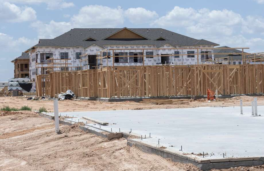 New apartment complex being built in the 6000 block of Briarwood Ave between Navasota Dr and Avalon Dr.. 06/13/19 Tim Fischer/Reporter-Telegram Photo: Tim Fischer/Midland Reporter-Telegram