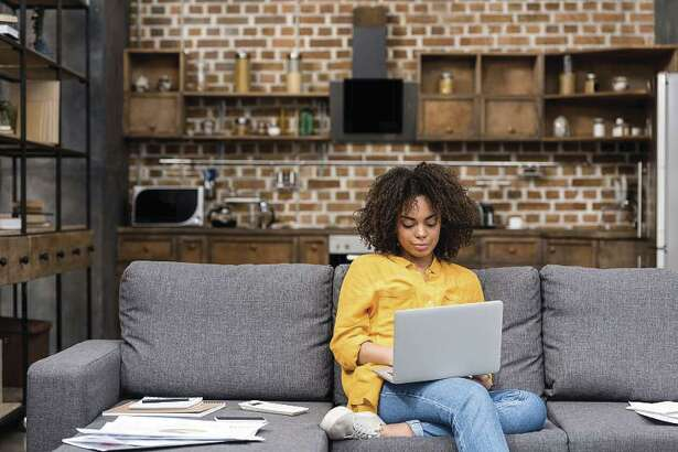 Sometimes remote work is full time, whether in commercial or non-profit businesses. In other cases, businesses combine remote and in-office work.