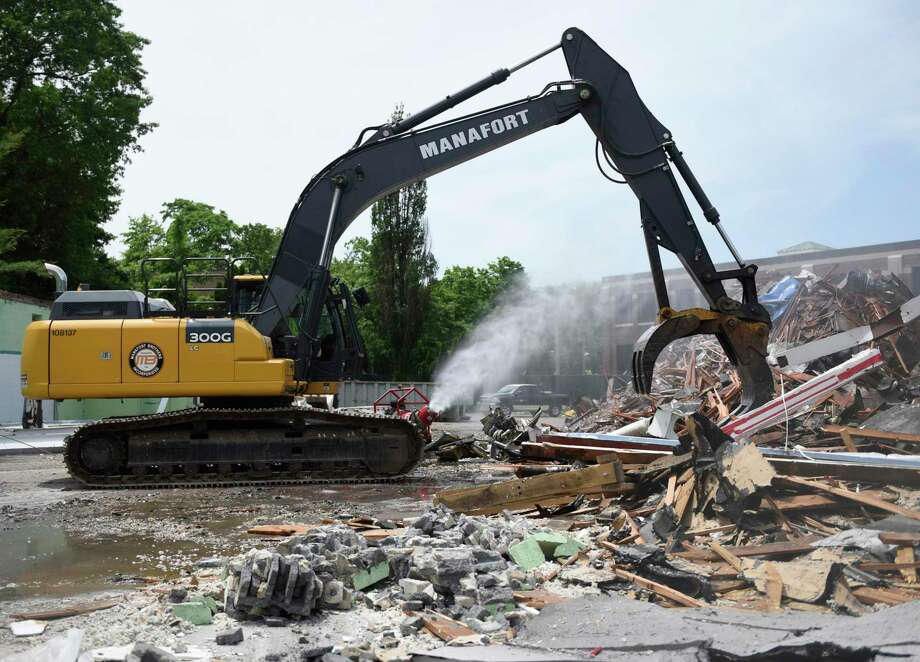 A construction crew begins demolition of the former Pet Pantry building in Greenwich, Conn. Wednesday, June 12, 2019. The Town of Greenwich will begin construction on a new substation and line project at the site that will improve electric reliability within the town. Photo: Tyler Sizemore / Hearst Connecticut Media / Greenwich Time