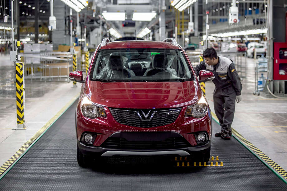 An employee looks at a VinFast Fadil hatchback moving through the final inspection area of the assembly line at the automaker's plant in Haiphong, Vietnam, on June 14, 2019. Real-estate conglomerate Vingroup JSC's auto unit VinFast marked the rollout of its first vehicles from its assembly line on Friday, embodying the aspirations of the fast-developing country's government to build a modern manufacturing sector. Photo: Yen Duong, Bloomberg / © 2019 Bloomberg Finance LP