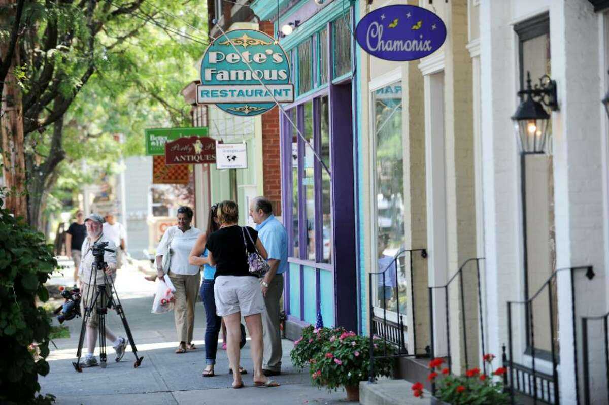 Journalists and curiosity seekers have joined residents on East Market Street in Rhinebeck. (Stan Honda / Getty Images)