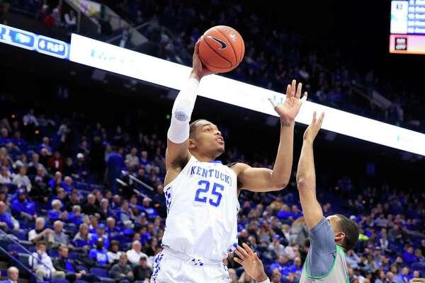 LEXINGTON, KY - NOVEMBER 14: PJ Washington#25 of the Kentucky Wildcats shoots the ball against the North Dakota Fighting Hawks at Rupp Arena on November 14, 2018 in Lexington, Kentucky. (Photo by Andy Lyons/Getty Images)