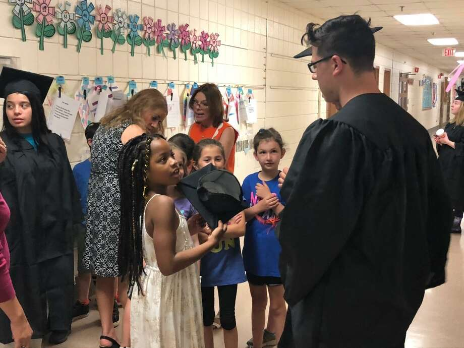Mohegan School students got to chat with some graduating seniors, who were returning to their old elementary school in their graduation garb. Photo: Brian Gioiele / Hearst Connecticut Media