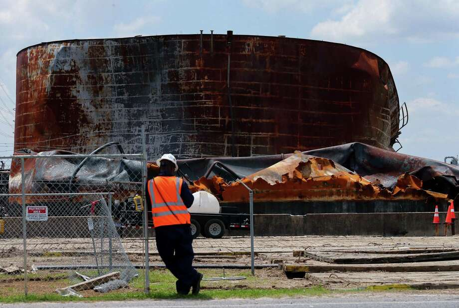 Work continues at the ITC tank farm after the petrochemical that occured there back in March. Photographed Tuesday, May 14, 2019, in Deer Park, Texas. Photo: Godofredo A. Vásquez, Houston Chronicle / Staff Photographer / 2019 Houston Chronicle