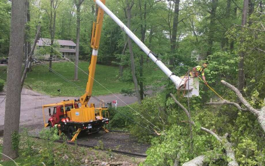 Friday power outage report: Eversource aims for 95% restoration by