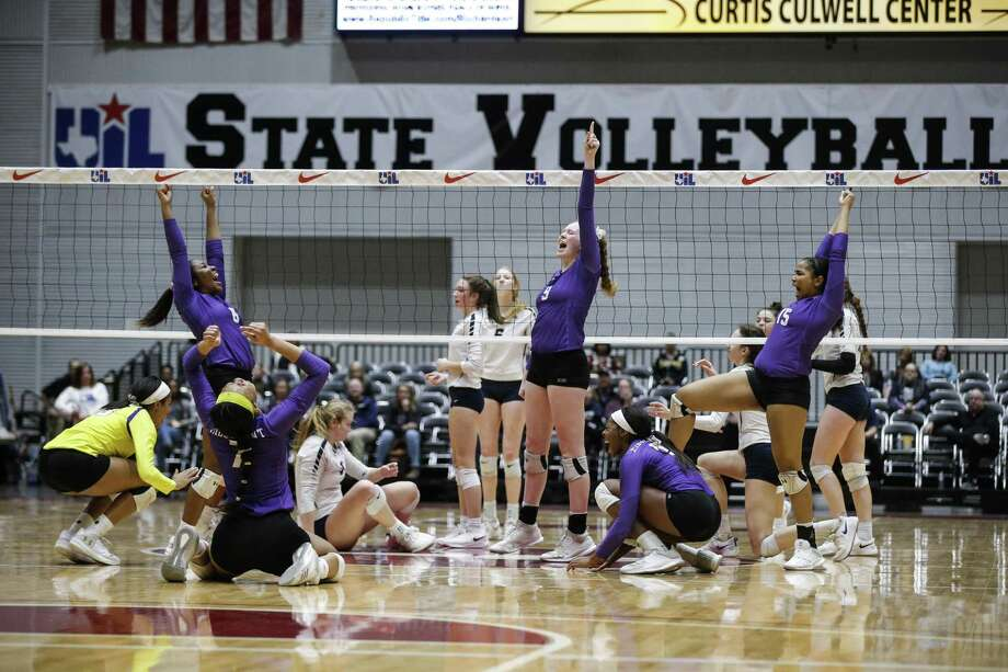 Ridge Point celebrates a point during a Class 6A State Championship volleyball game against Flower Mound at the Curtis Culwell Center in Garland, Texas, Nov. 17, 2018. Photo: Brandon Wade, STR / SPECIAL/BRANDON WADE / Brandon Wade