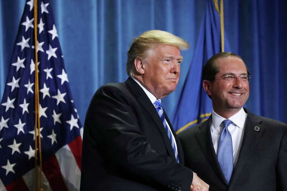 U.S. President Donald Trump, left, shakes hands with Alex Azar, secretary of Health and Human Services (HHS), during an event at the HHS in Washington, D.C., Oct. 25, 2018. Trump's plan for reducing prescription medication costs has been effective this past year. Photo: Chip Somodevilla /Bloomberg / © 2018 Bloomberg Finance LP
