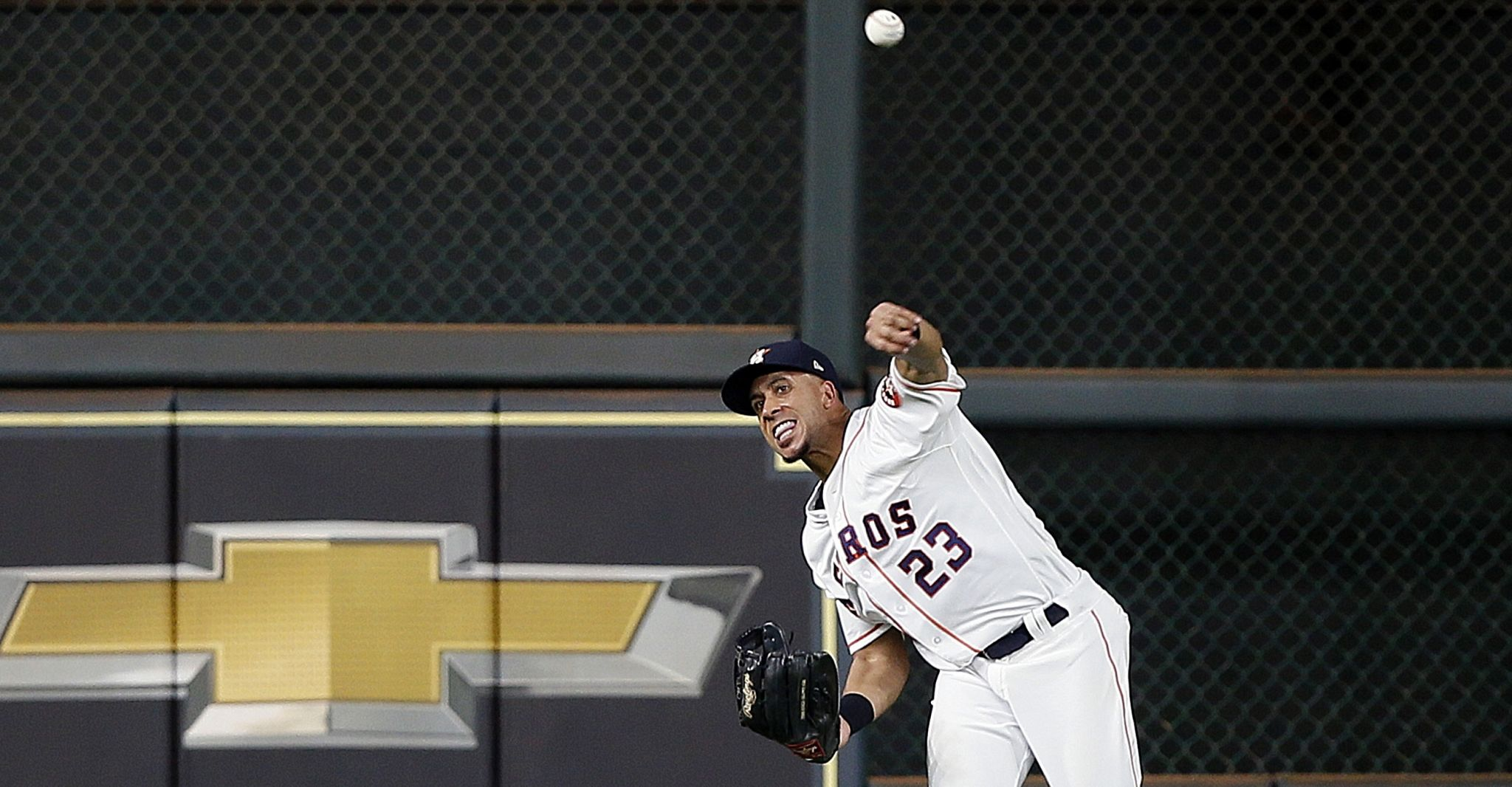 Astros deploy unusual outfield mix against Reds