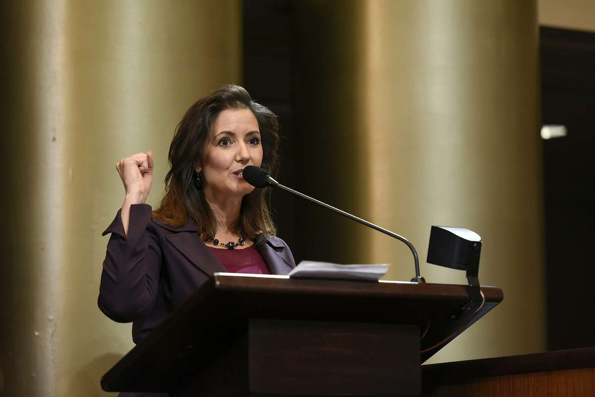 Oakland Mayor Libby Schaaf gives a speech after being sworn in as mayor during an inauguration ceremony for elected representatives at City Hall in Oakland, Calif., on Monday, January 7, 2019.