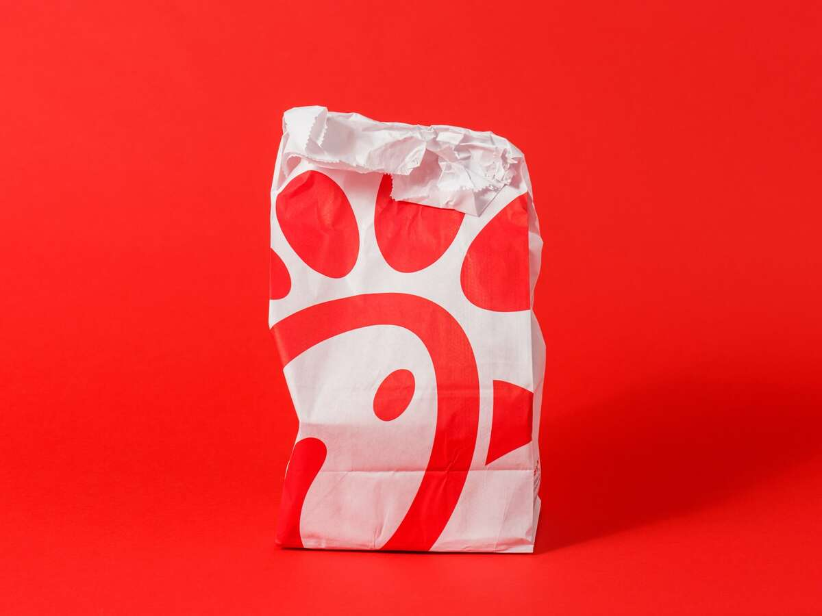 The Top 7 fast-food chains with the best service in AmericaNo. 1: Chick-fil-A   71% of people who went to Chick-fil-A in the last six months said Chick-fil-A had the best customer service.
