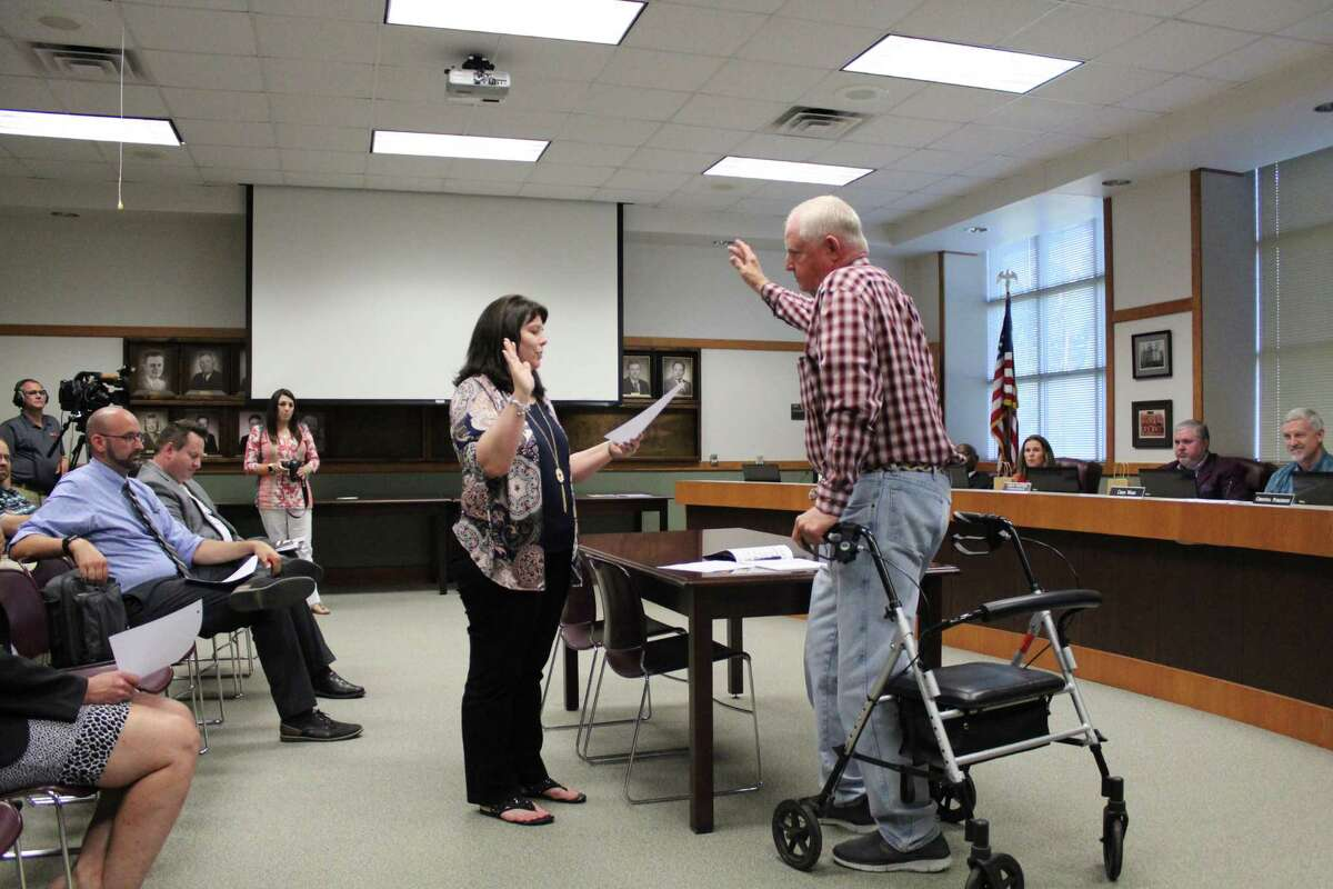 Ronnie Lewis is sworn in at the Cleveland ISD school board meeting.