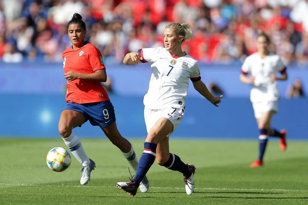 PARIS, FRANCE - JUNE 16: Abby Dahlkemper of the USA passes the ball during the 2019 FIFA Women's World Cup France group F match between USA and Chile at Parc des Princes on June 16, 2019 in Paris, France. (Photo by Richard Heathcote/Getty Images)
