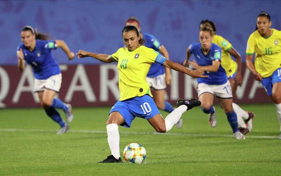 VALENCIENNES, FRANCE - JUNE 18: Marta of Brazil scores her team's first goal during the 2019 FIFA Women's World Cup France group C match between Italy and Brazil at Stade du Hainaut on June 18, 2019 in Valenciennes, France. (Photo by Robert Cianflone/Getty Images) Photo: Robert Cianflone / 2019 Getty Images