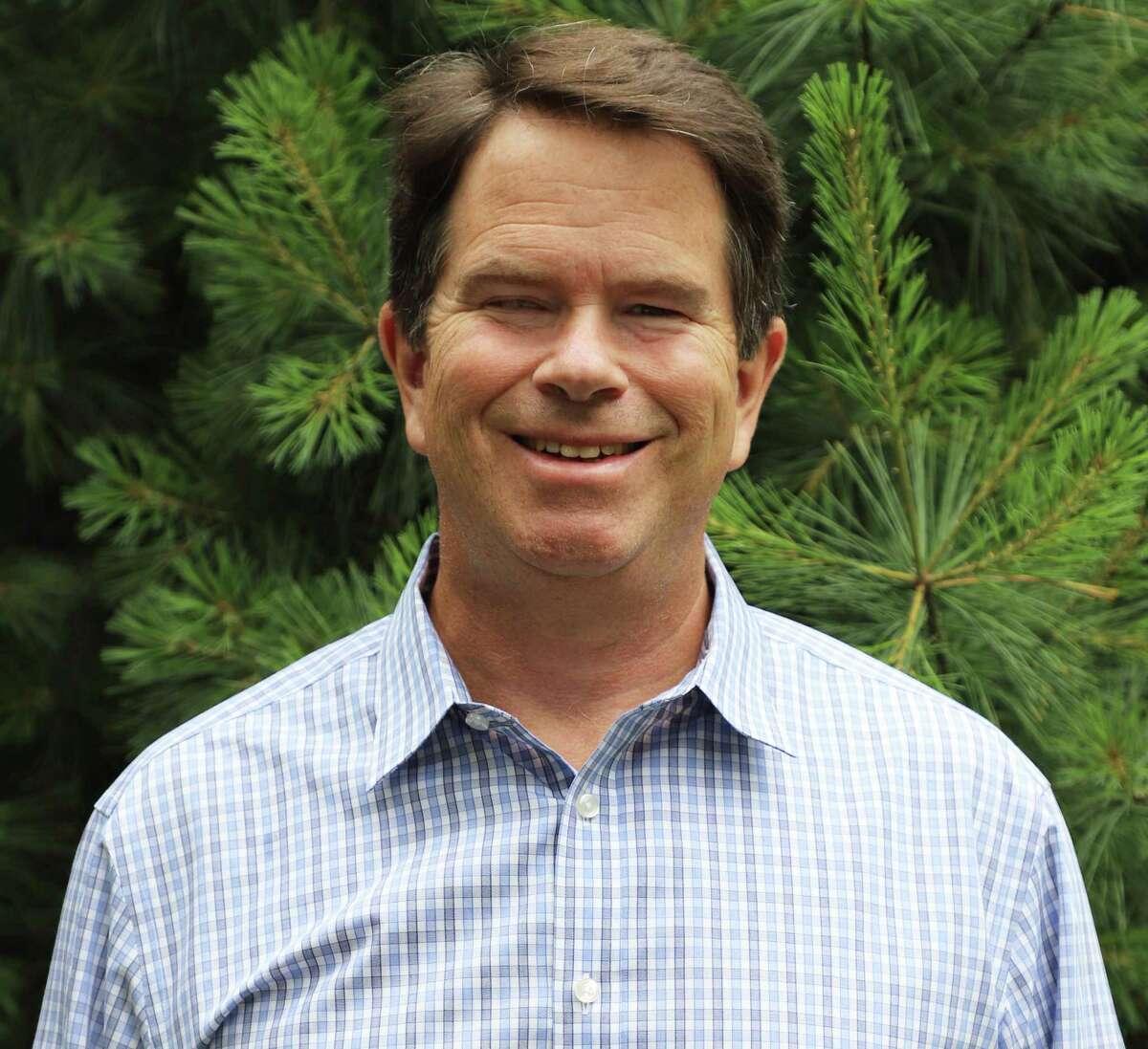 Mark Agnew, a Westport resident, founded Eyeglasses.com in 2000.