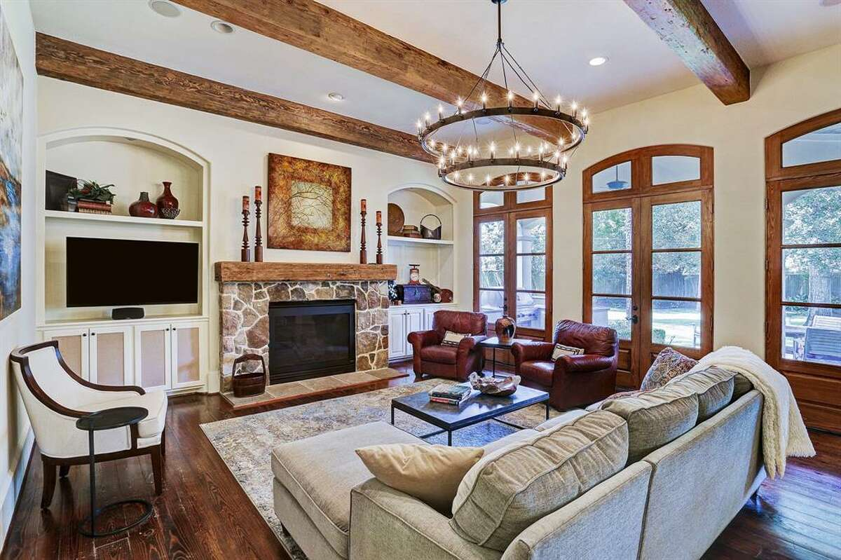 Central Houston: Memorial11830 Longleaf Lane, Houston / $1,975,000Zoned to: Memorial High SchoolSchool Rating: 8Neighborhood Median Home Value: $1,061,750