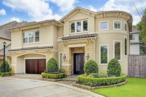 Central Houston: Spring Branch623 Blue Iris Trail, Houston / $799,900Zoned to: Stratford High SchoolSchool Rating: 7Neighborhood Median Home Value: $491,998