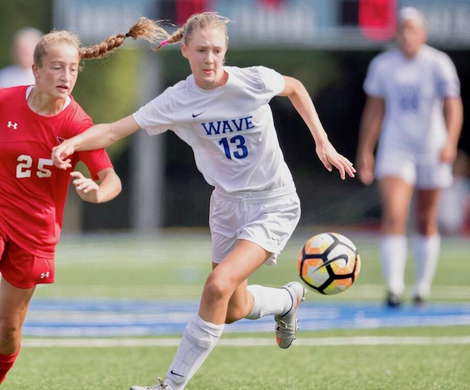 Ellen Harnisch on the attack. Courtesy Darien Athletic Foundation / Mark Maybell