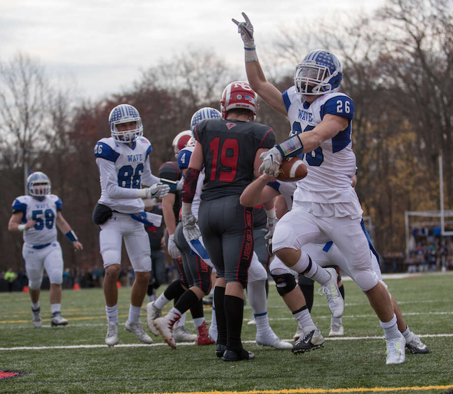 Nick Green with the touchdown at NC in 2016. Courtesy Darien Athletic Foundation / Mark Maybell