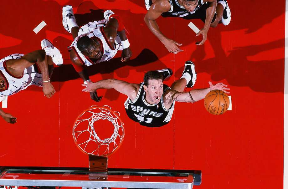 Will Perdue of the San Antonio Spurs takes a shot during the game against the Houston Rockets on March 2, 1999, at Compaq Center in Houston. Photo: The Sporting News Via Getty Images / 1999 Sporting News