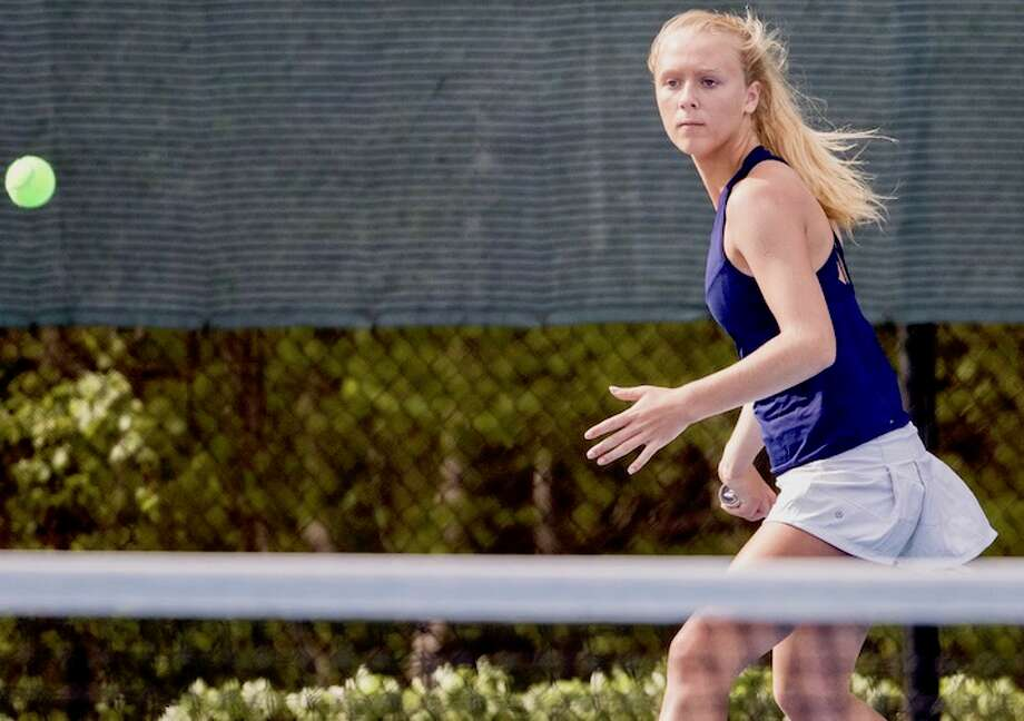 Daphne Gray (above) along with partner Mia Dursht set the triumphant tone with the win at No. 1. Courtesy Darien Athletic Foundation / (c)Mark Maybell
