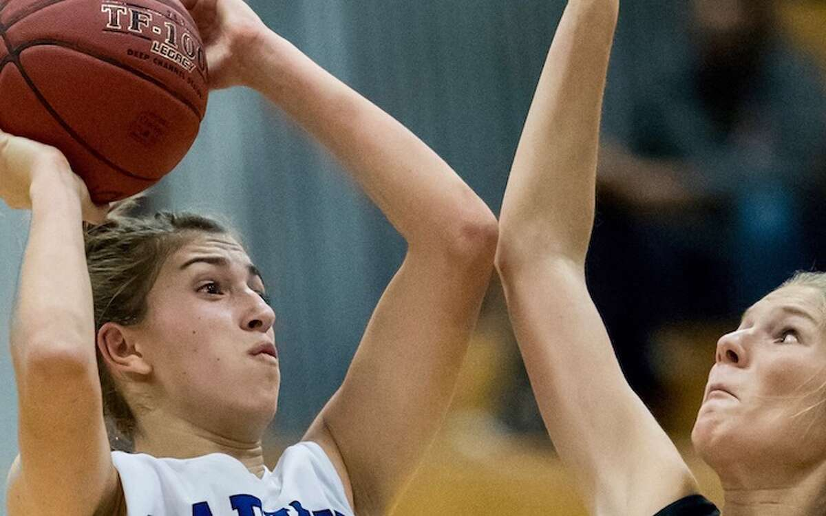 Chrissie Fiore leads the Darien charge. Courtesy Darien Athletic Foundation