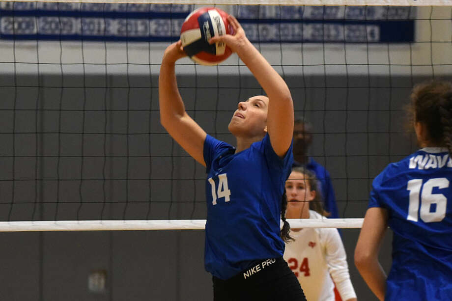 Darien senior co-captain Cristina Escajadillo sets the ball during a recent Wave win. — Dave Stewart photo