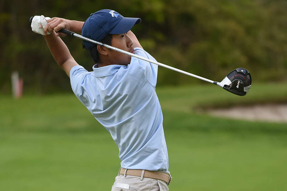 Darien's Alex Gu follows the flight of the ball during the Blue Wave's match against New Canaan at the Country Club of New Canaan on May 15. — Dave Stewart/Hearst Connecticut Media / Hearst Connecticut Media