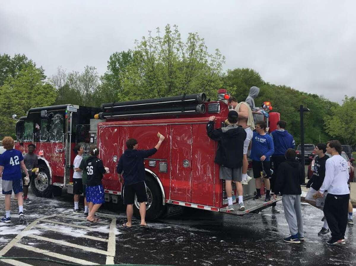 The Noroton Fire Department put the crew to work at a recent Blue Wave Football car wash.