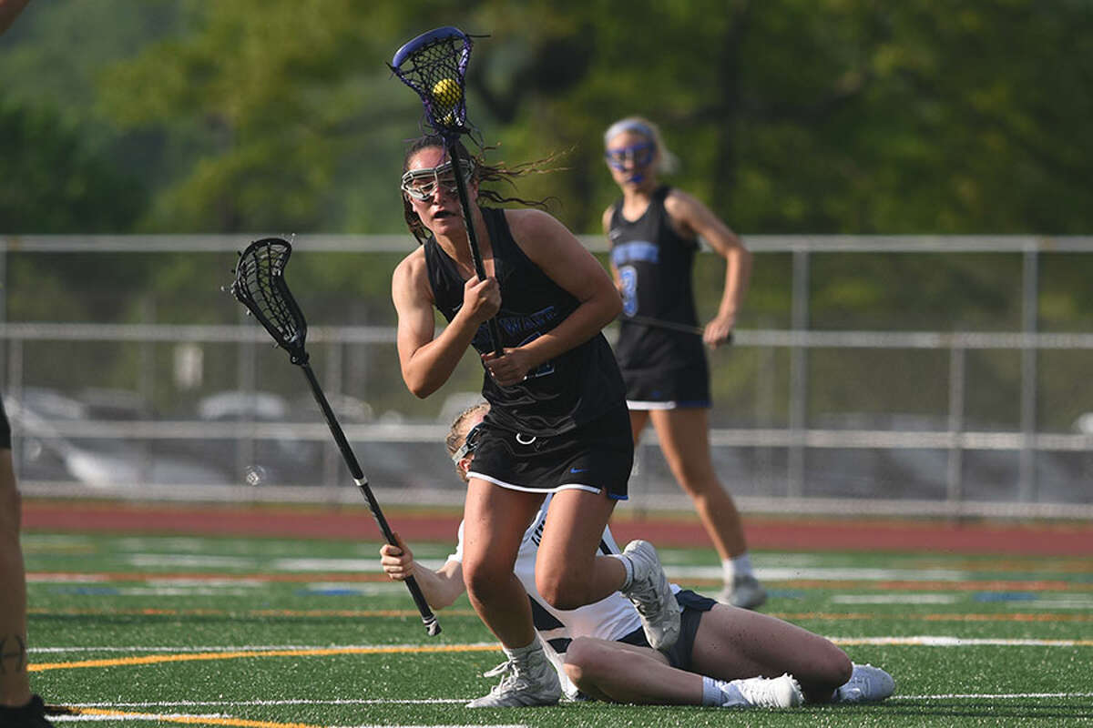 Darien's Sarah Jaques comes down with a draw control during the Blue Wave's 19-9 win over Wilton in the FCIAC girls lacrosse semifinals on Monday in Norwalk. - Dave Stewart/Hearst Connecticut Media