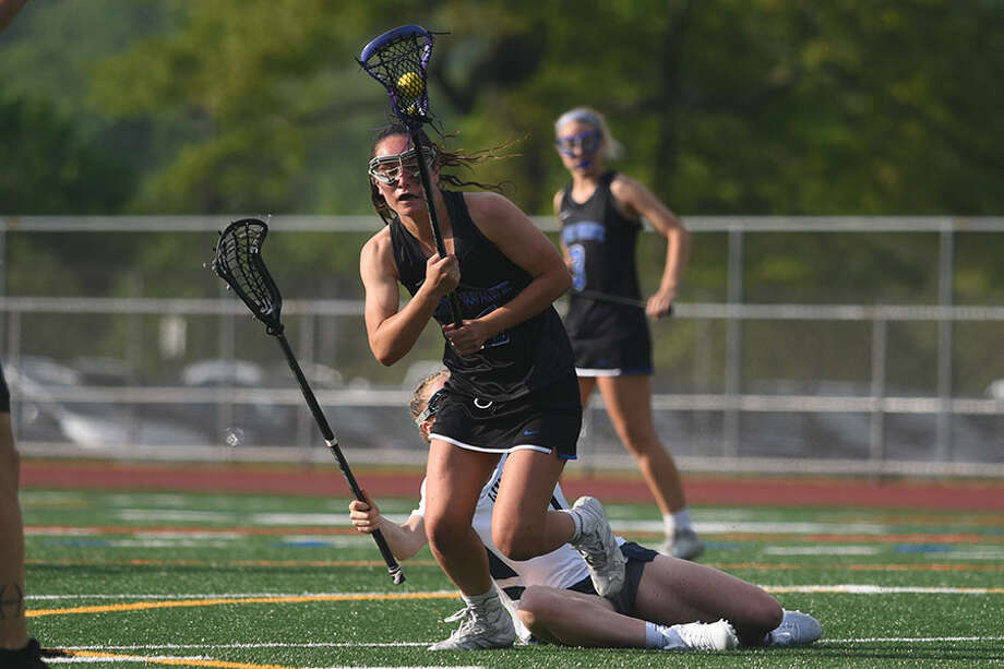 Darien's Sarah Jaques comes down with a draw control during the Blue Wave's 19-9 win over Wilton in the FCIAC girls lacrosse semifinals on Monday in Norwalk. — Dave Stewart/Hearst Connecticut Media