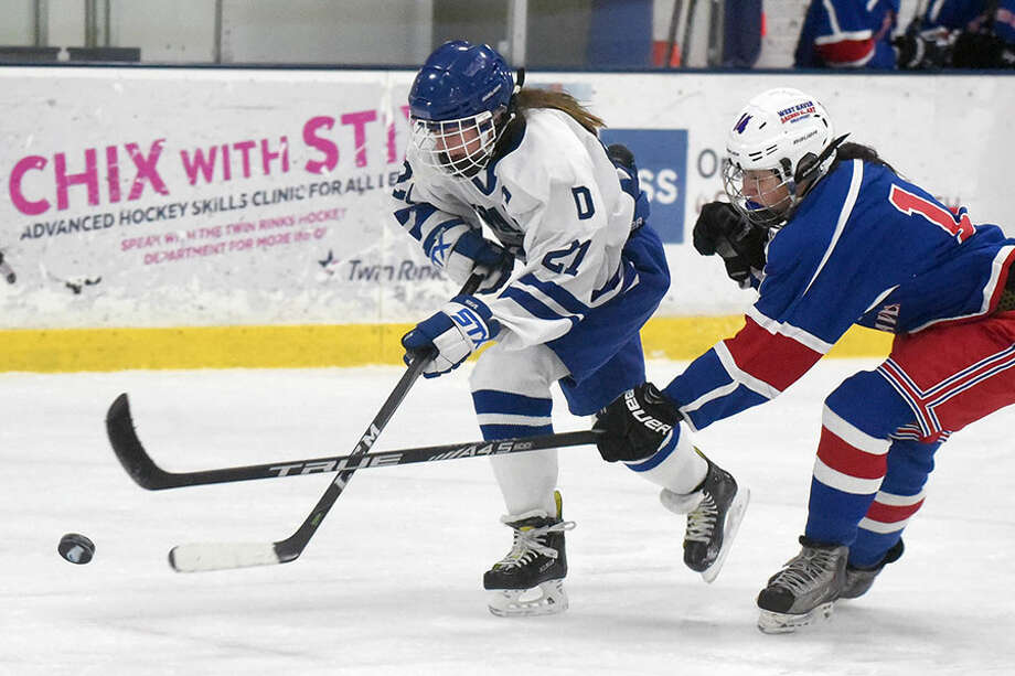 Darien's Kit Arrix brings the puck up the ice during the Wave's win over West Haven/SHA on Jan. 16. — Dave Stewart/Hearst Connecticut Media photo
