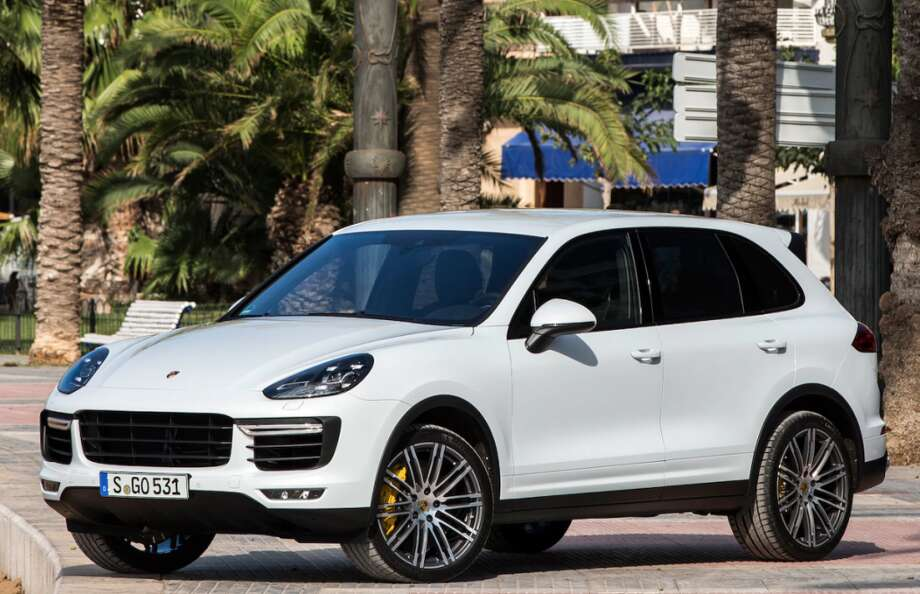 A Porsche Cayenne 2015 like this one was stolen in Darien over the holiday week.
