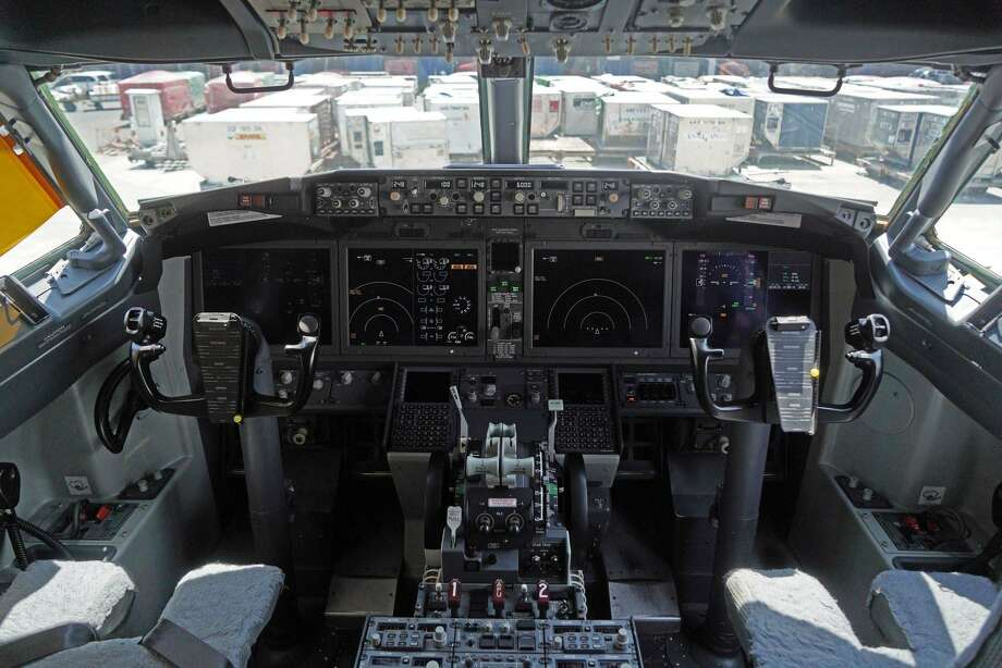 Boeing 737 MAX 8 cockpit. Photo: Bloomberg Photo By Dimas Ardian / Bloomberg
