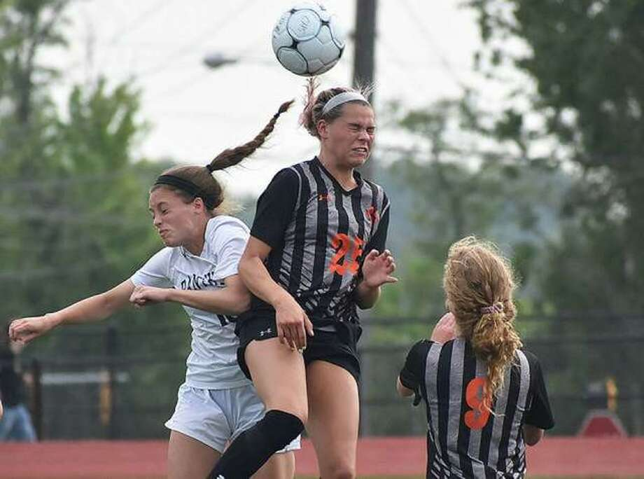 Edwardsville's Hannah Bielicke goes up for a header on a 50-50 ball at midfield during the first half of a game against O'Fallon in the Class 3A Moline Sectional semifinals in Collinsville. Photo: Matt Kamp/The Intelligencer