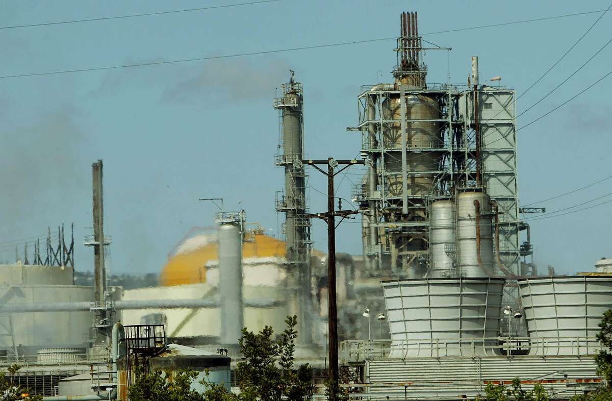 The ConocoPhillips' Los Angeles refinery. The company reported 2019 fourth-quarter profits down about 60 percent.