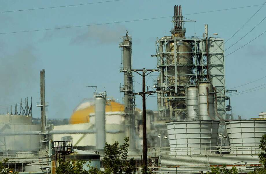 The ConocoPhillips' Los Angeles refinery. The company reported 2019 fourth-quarter profits down about 60 percent. Photo: Ric Francis, AP