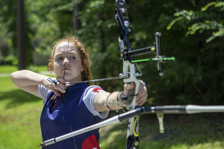 Jordan Meiners, 15, pulls back on her bowstring Tuesday, June 18, 2019 at her home in The Woodlands. Photo: Cody Bahn, Houston Chronicle / Staff Photographer / © 2019 Houston Chronicle