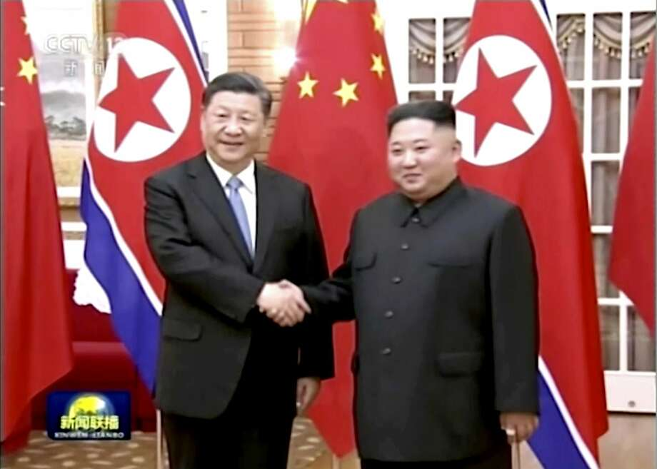 China President Xi Jinping (left) meets with North Korea leader Kim Jong Un in Pyongyang. Photo: Associated Press
