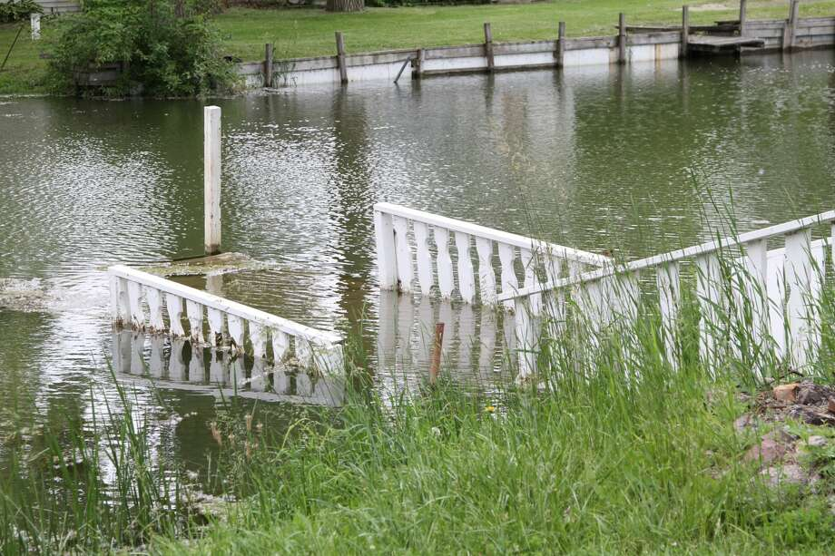 These are photos from high lake levels along Lake Huron shoreline. Photo: Coulter Mitchell/For The Tribune