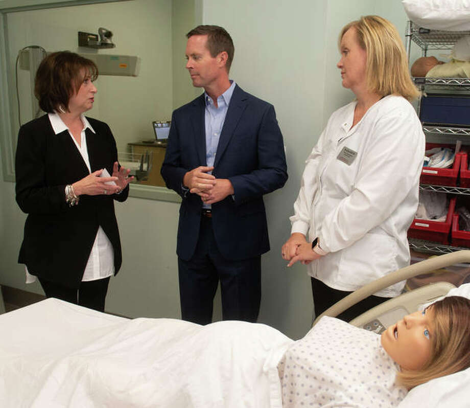 (L-R) SIUE SON Dean Laura Bernaix, Illinois Congressman Rodney Davis and SON Instructor Amy Reed in a simulation lab. Photo: Courtesy Of SIUE