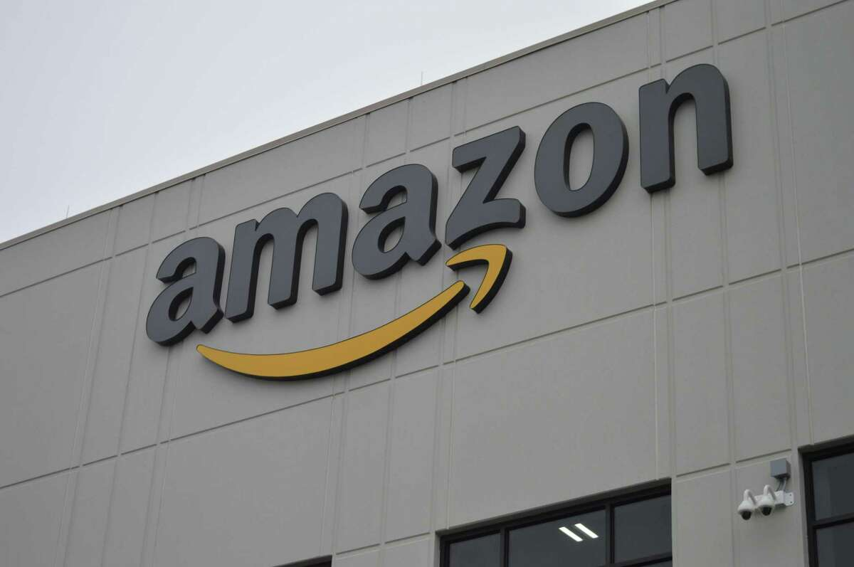 Amazon extends work from home status until January 2021 Masses of tech workers won't be returning to South Lake Union any time soon, as Amazon has extended its work from home status for corporate employees until Jan. 8, 2021 to mitigate the spread of the novel coronavirus and keep employees safe.