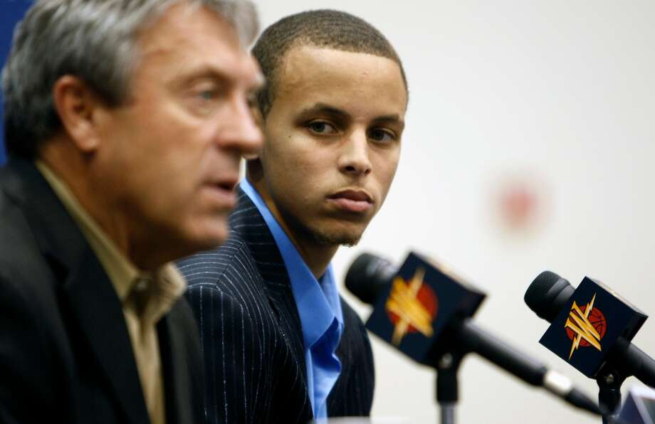 Golden State Warriors top draft pick Stephen Curry right listens to comments by Warriors General Manager Larry Riley about his shooting skills at a press conference at Warriors headquarters in Oakland, Calif, Friday, June 26, 2009. Photo: Lance Iversen / The Chronicle